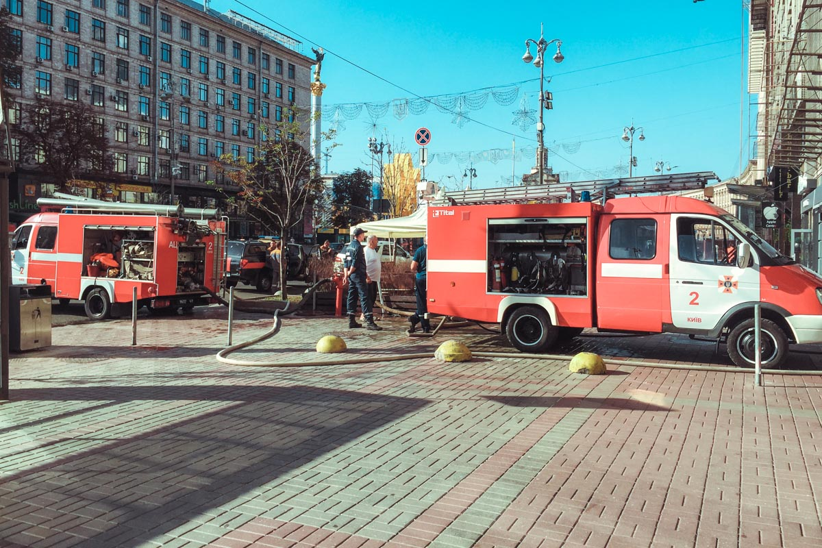 Спасатели продолжительное время ликвидировали пожар, чтобы не дать огню распространиться дальше