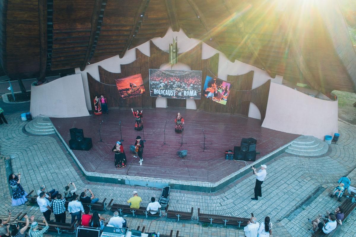 Музыкальный вечер цыганских романсов в столице приурочили к Международному дню Холокоста ромов