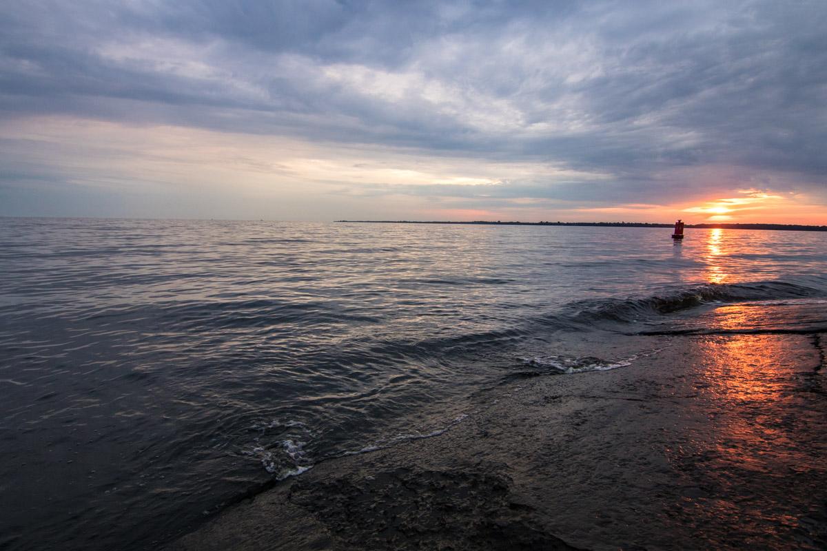 """""""Море"""" купается в первых лучах солнца"""