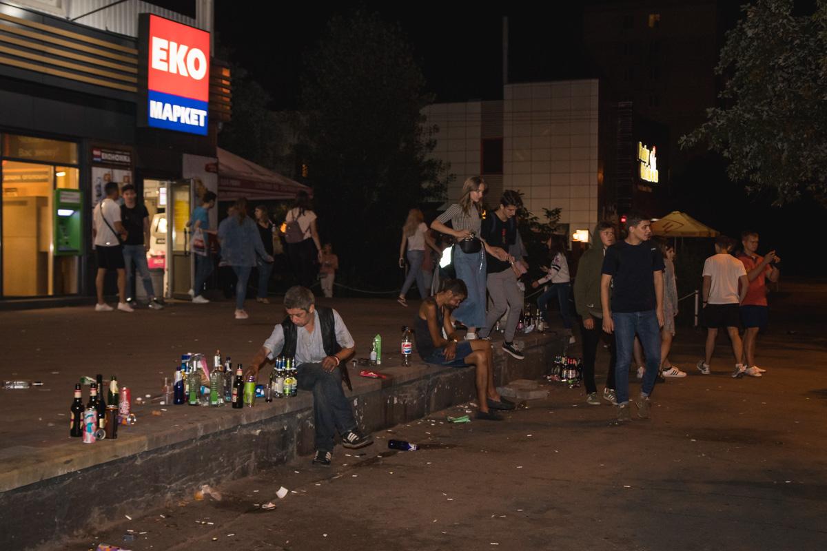 На Милютенка, 7Б более 100 студентов распивали спиртные напитки и шумели