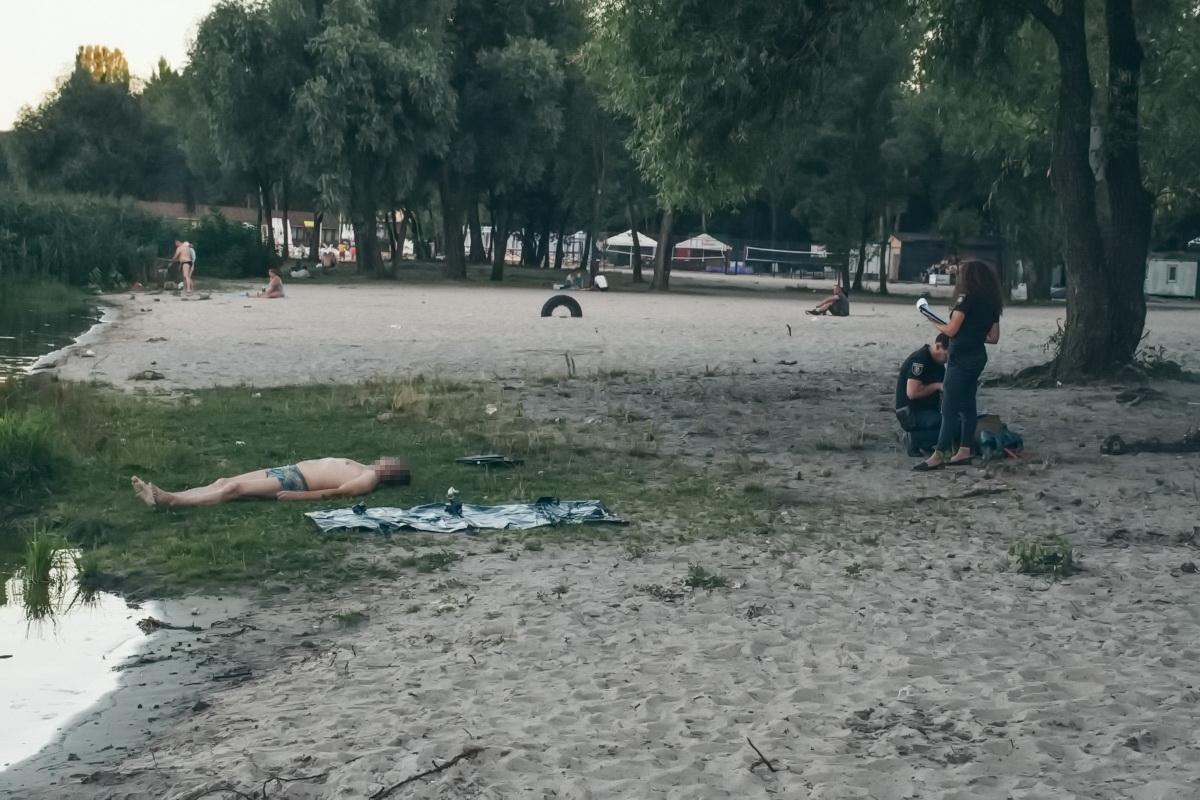 По предварительной информации, мужчина отдыхал на пляже и был в состоянии алкогольного опьянения