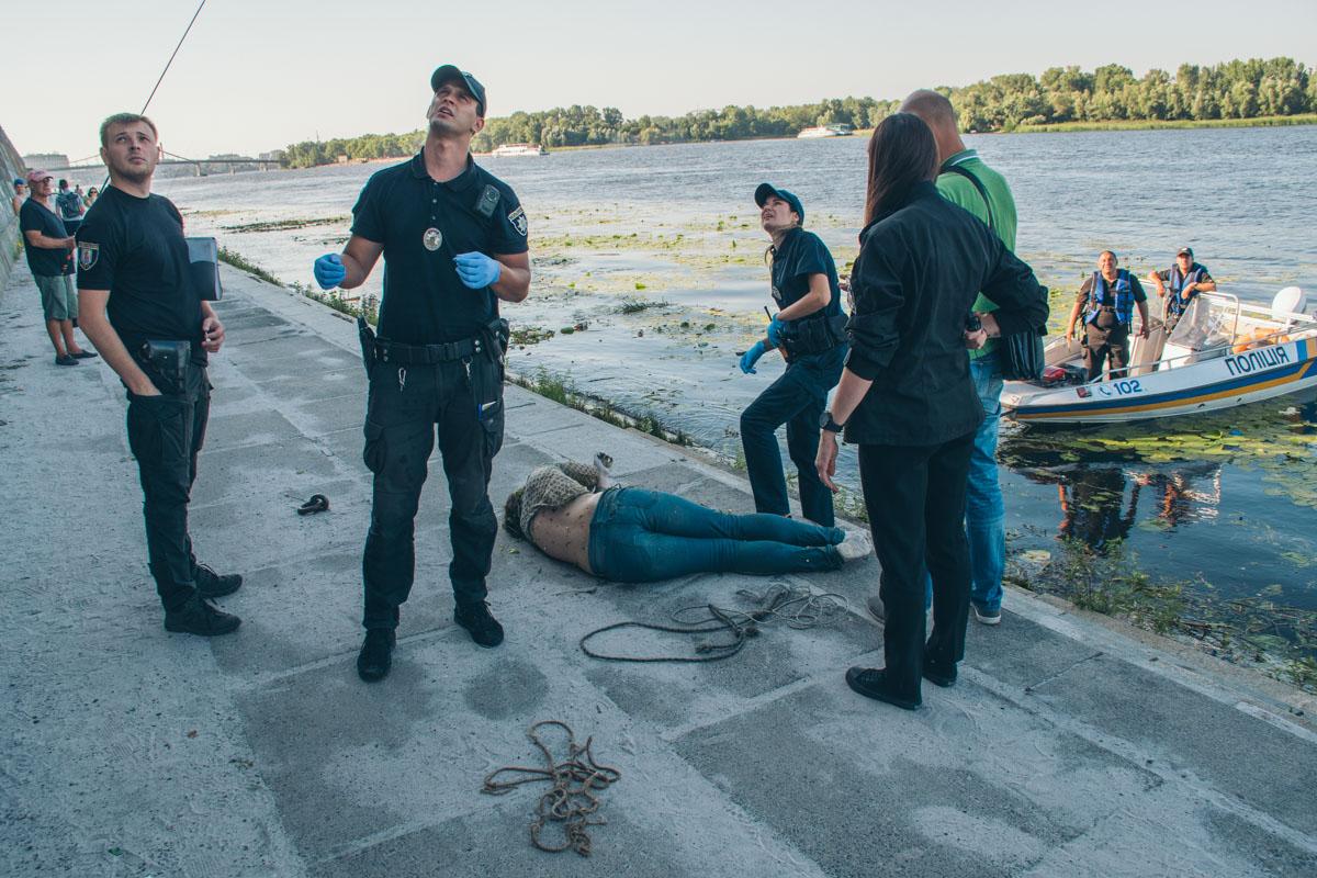 По словам правоохранителей, тело находилось в воде около суток