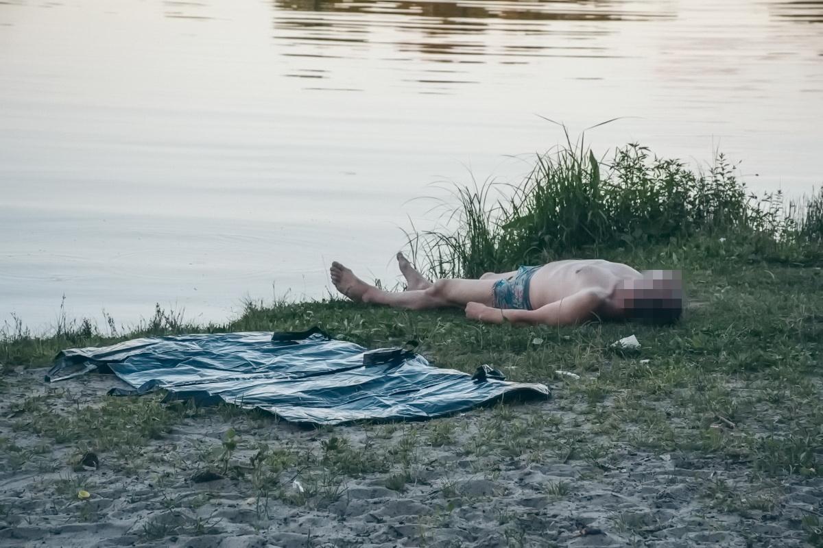 Мужчину достали из воды около 19:00