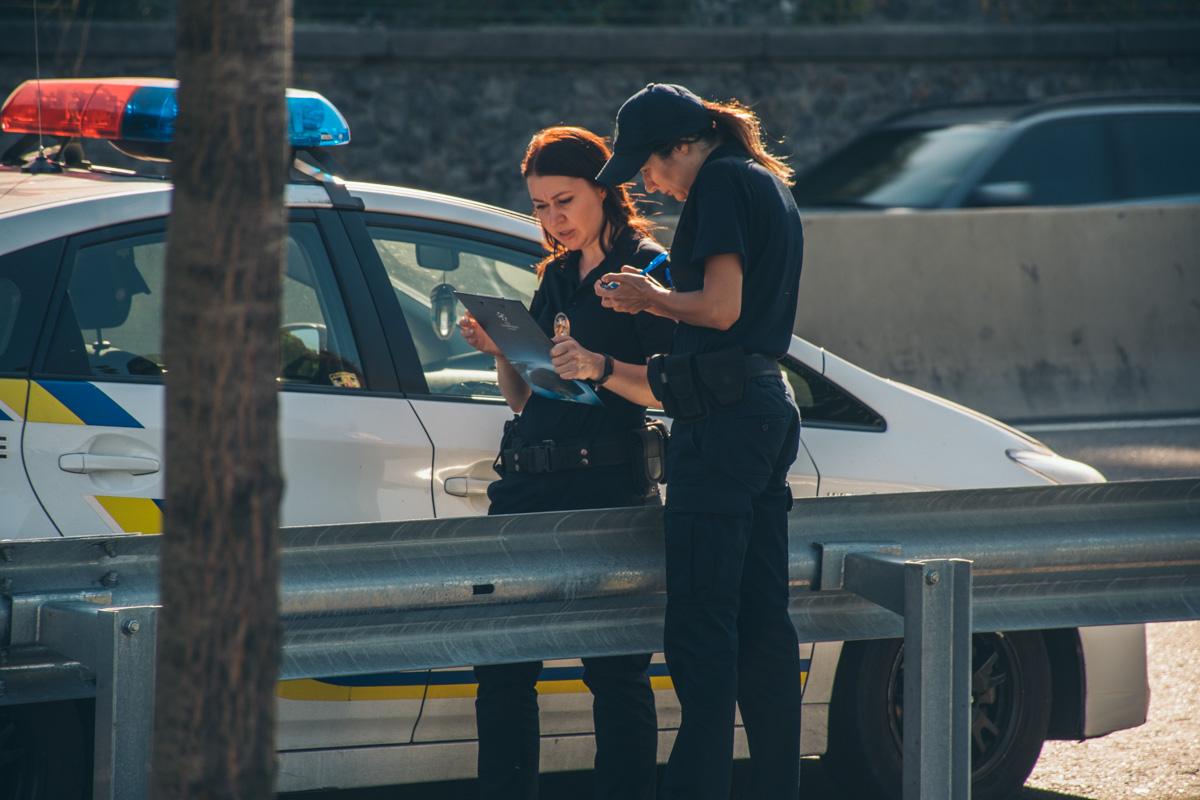 На месте работали правоохранители для установления деталей случившегося