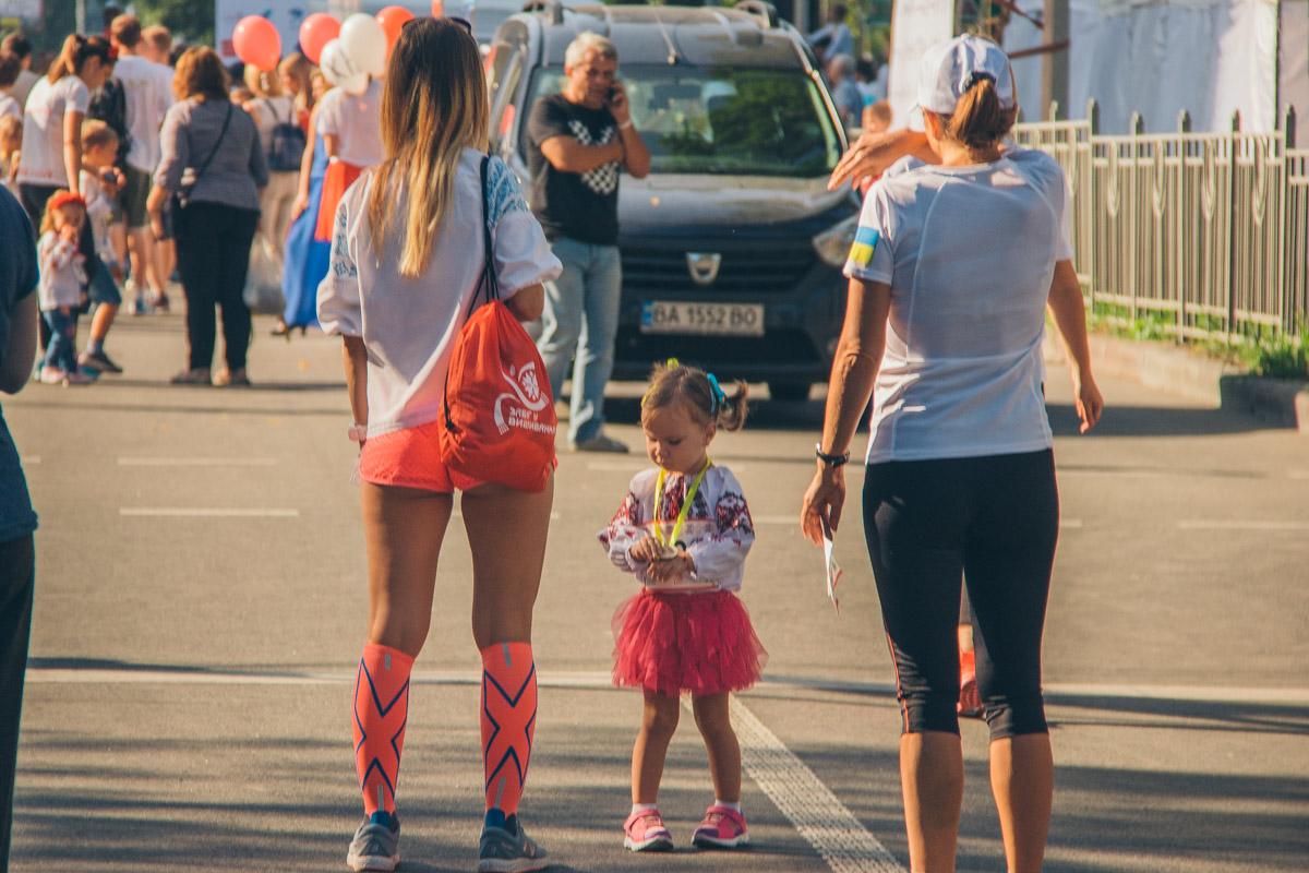 В забеге на 100 метров приняли участие самые маленькие гости мероприятия, от двух до шести лет