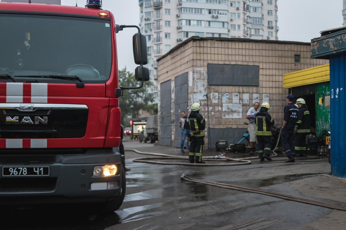 Прибывшие на место пожарные оперативно ликвидировали возгорание и не дали огню распространиться