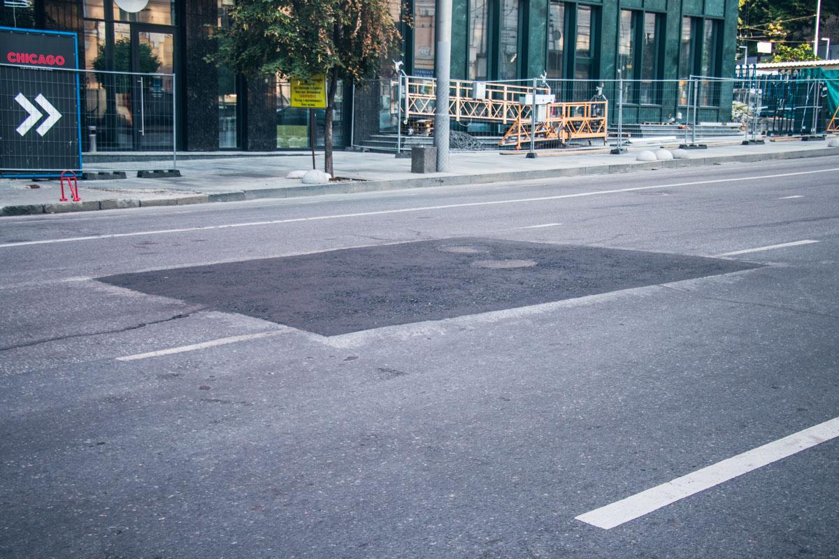 На аварийном участке дороги асфальт полностью не меняли, а просто залатали дыры