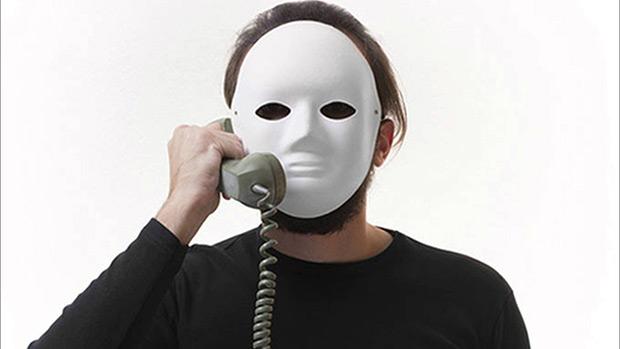 Лучший способ: после первого же такого звонка - заблокировать номер. Позвонят с другого - заблокировать и его. Чем меньше вы будете выходить на контакт, тем выше шанс, что вы станете не интересны аферисту