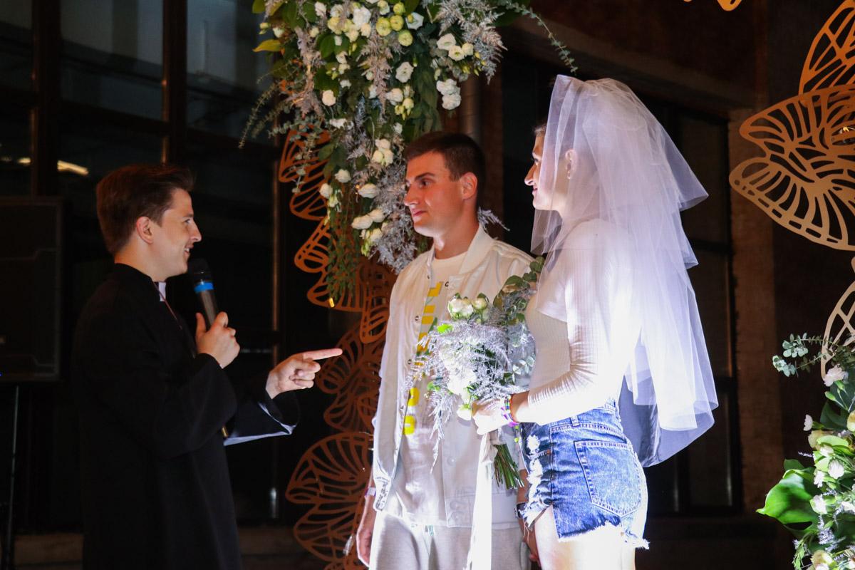 Свадьба - серьезный шаг. Требует большой подготовки и много средств. Но только не здесь!