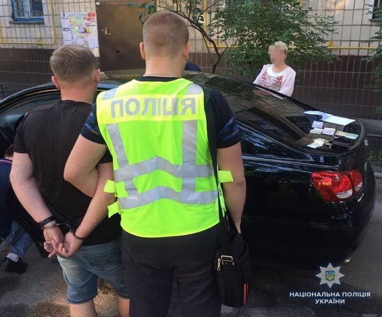 В Киеве на Оболони правоохранители задержали мужчин, которые организовали бордель