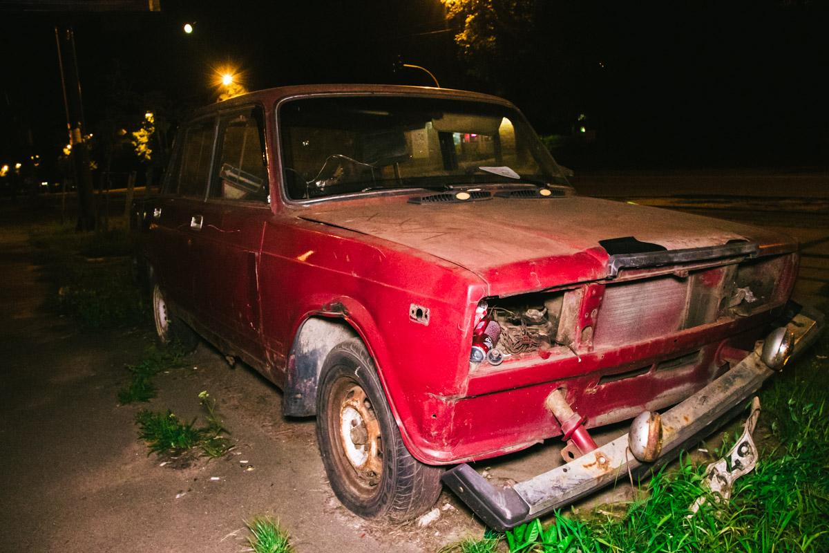 """Этот автомобиль брошен недалеко от станции метро """"Берестейская"""""""