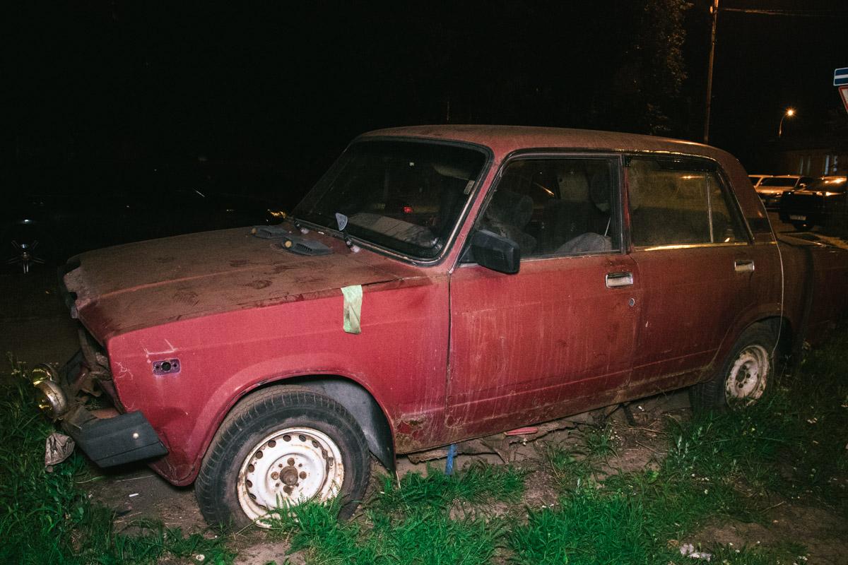 Автомобиль стал врастать в газон