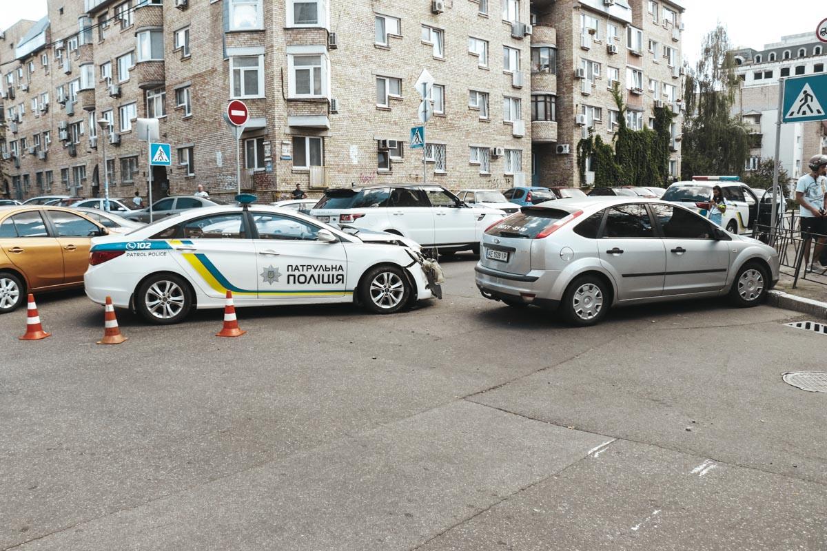 Дорогу авто не поделили на перекрестке улиц Хорива и Почайнинской.