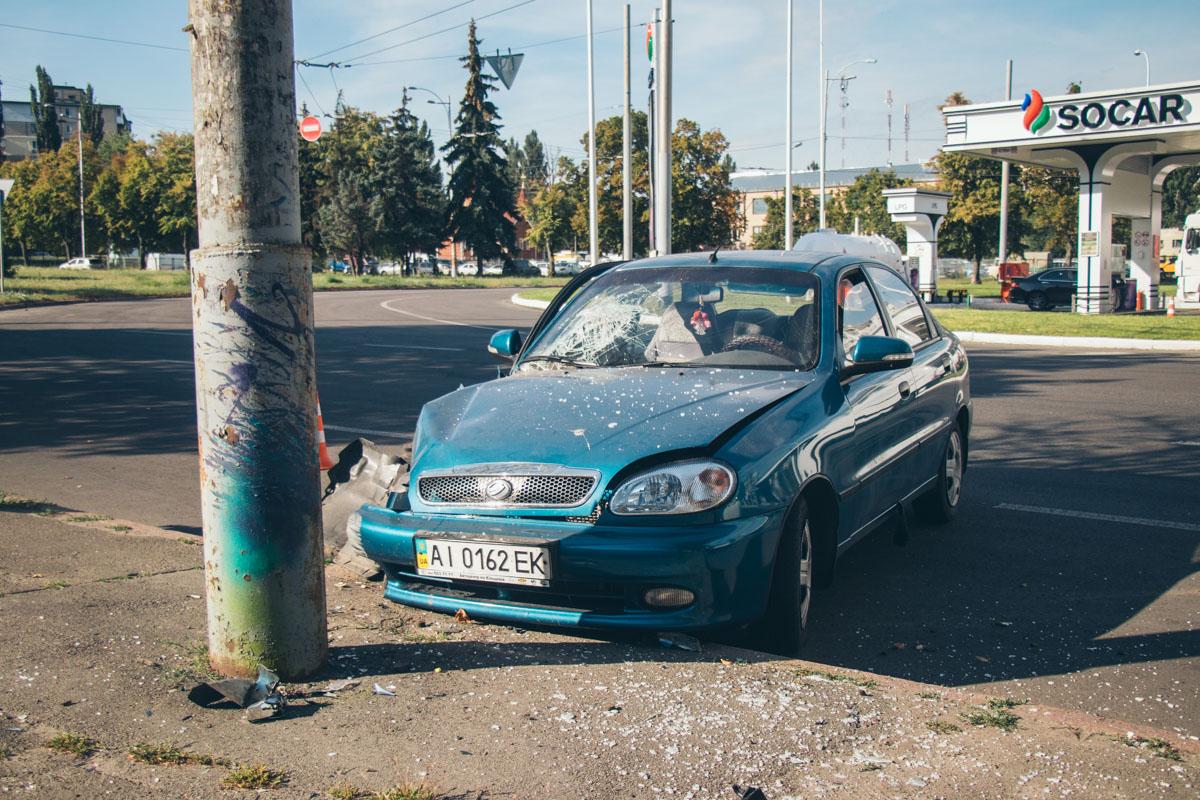 На улице Героев Космоса произошла авария с участием автомобиля Lanos