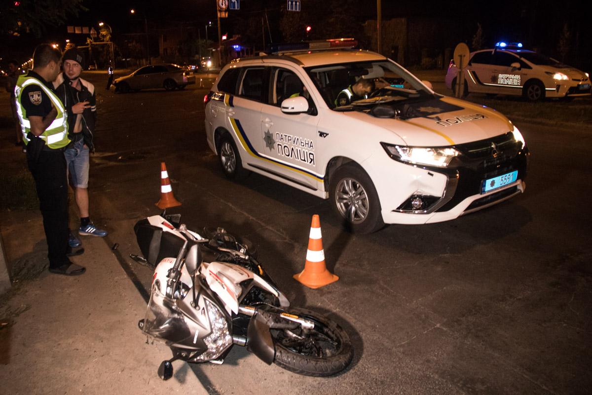 Владельца мотоцикла и девушку-пассажира госпитализировали