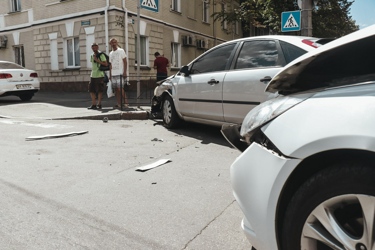 Машина патрульных двигалась по улице Хорива
