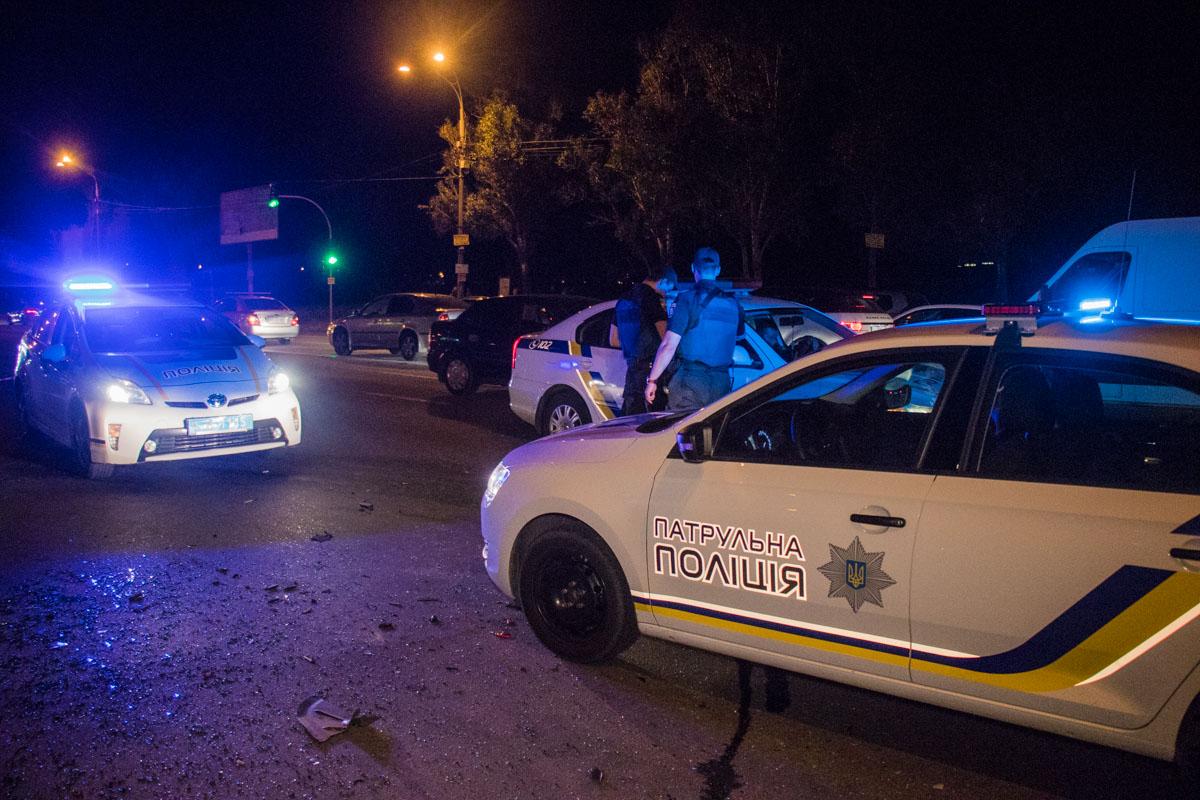 Полиция просила людей соблюдать спокойствие и не мешать действиям правоохранителей