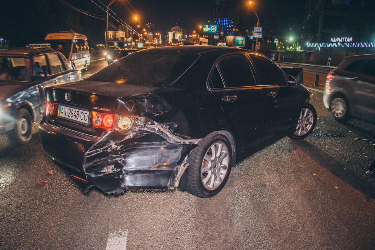 Автомобиль Honda на высокой скорости врезался вBMW политика и телеведущего Игоря Мирошниченко