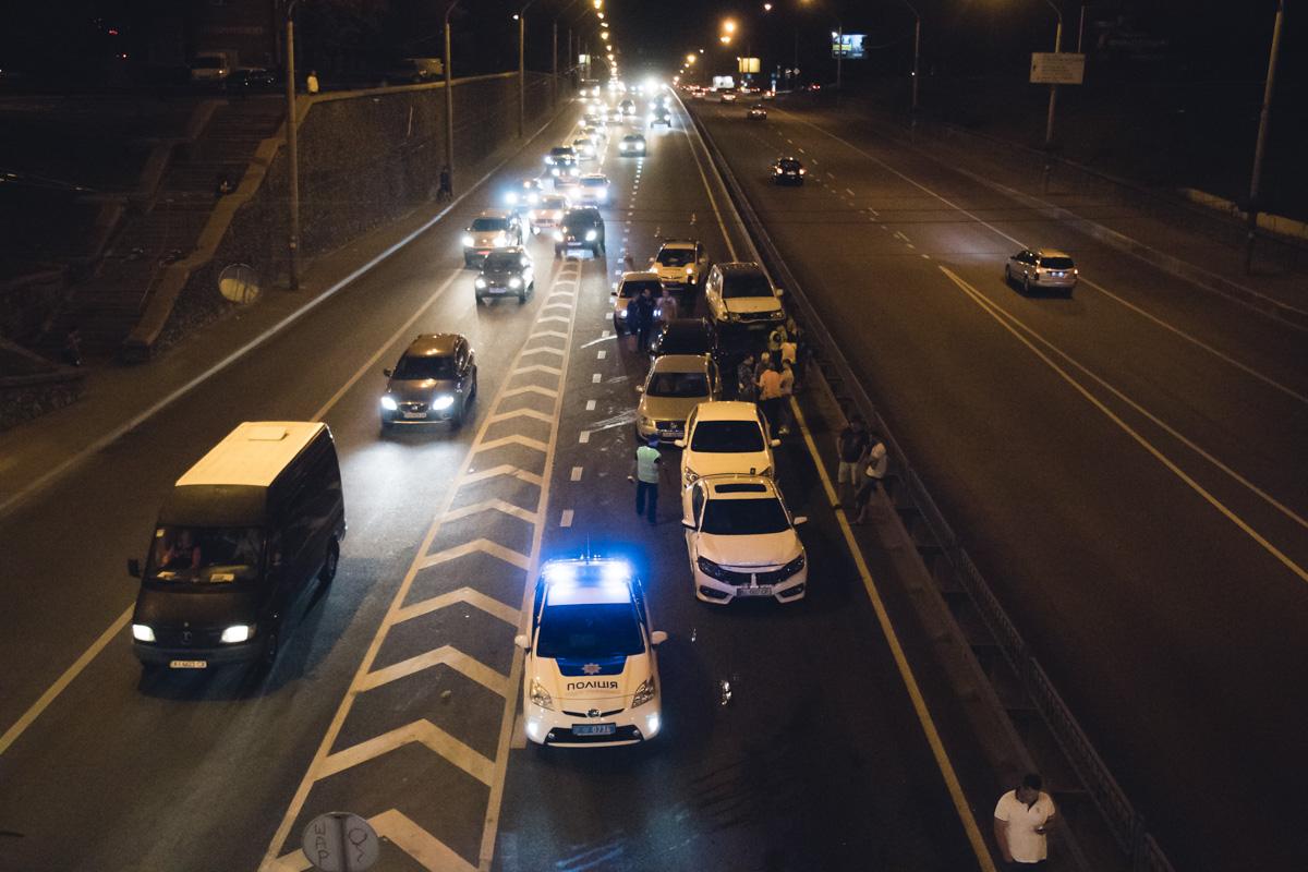 В Киеве на проспекте Победы столкнулись 7 машин: есть пострадавшие