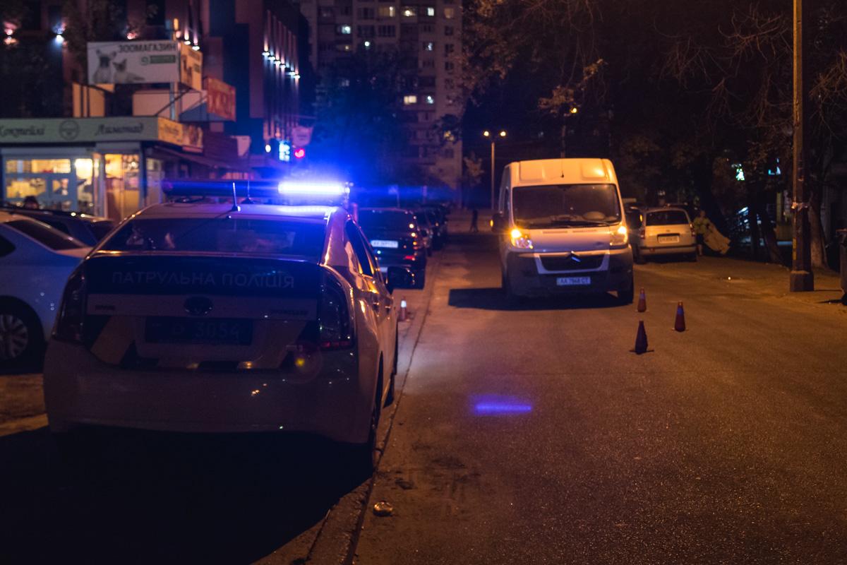 На месте работала патрульная полиция, следственно-оперативная группа и медики
