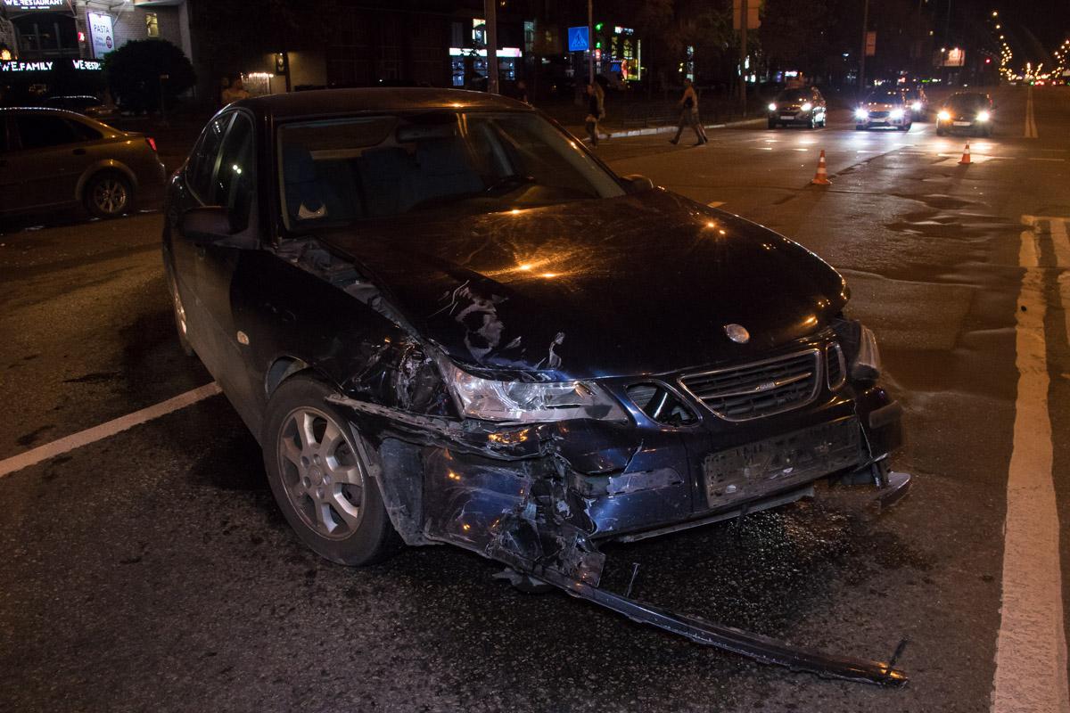 Свидетели аварии рассказывают, что горел красный и парень наChevrolet надеялся проскочить