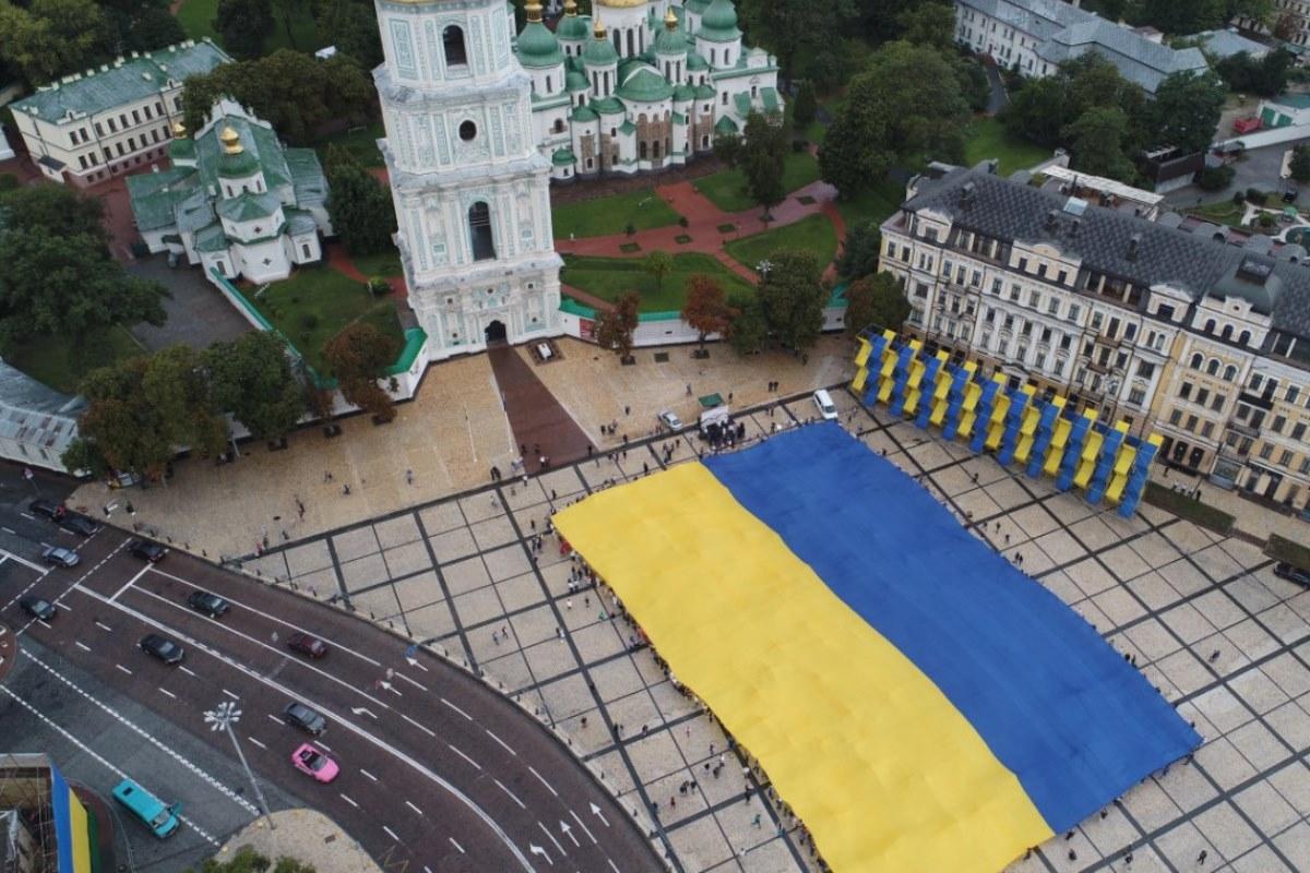 Каждые 100 метров флага символизируют год независимости Украины
