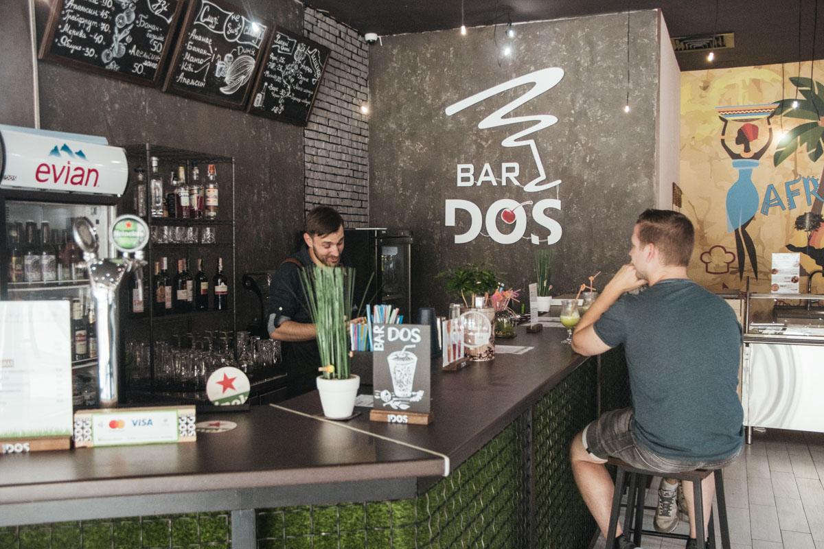 Также на территории феста есть небольшой бар, где вас ожидает приветливый бармен