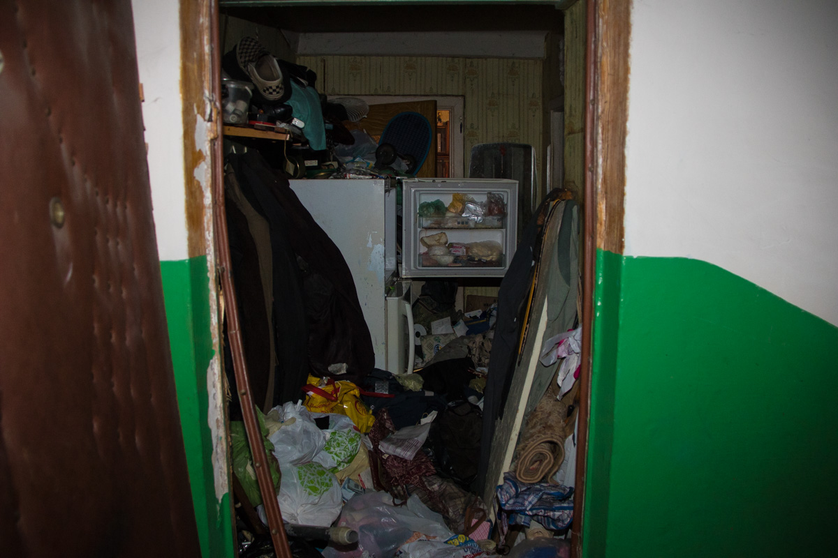 Разлагающееся тело мужчины нашли в комнате