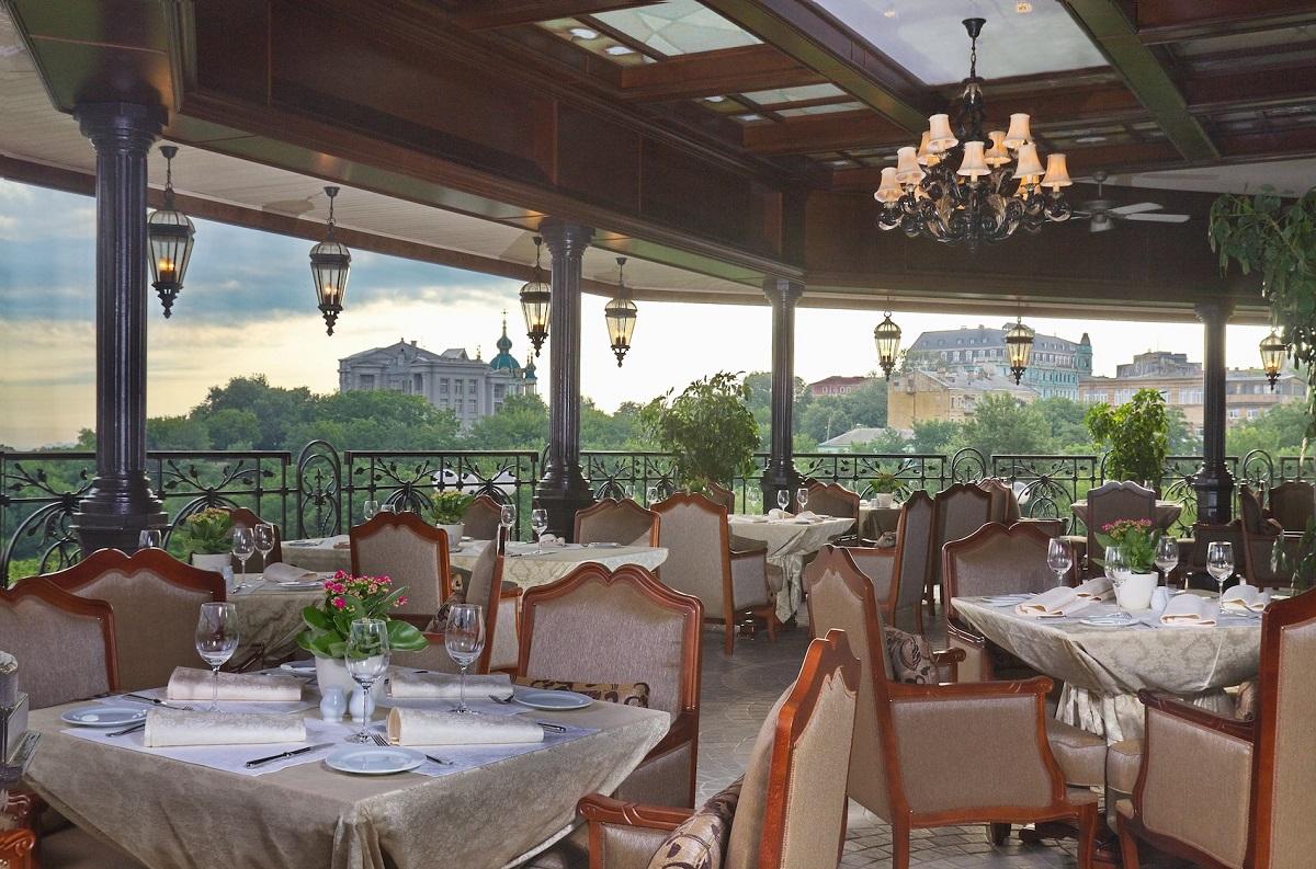 """Ресторан """"Монако"""" находится в самом центре «сказочной» части Киева — на Пейзажной аллее"""