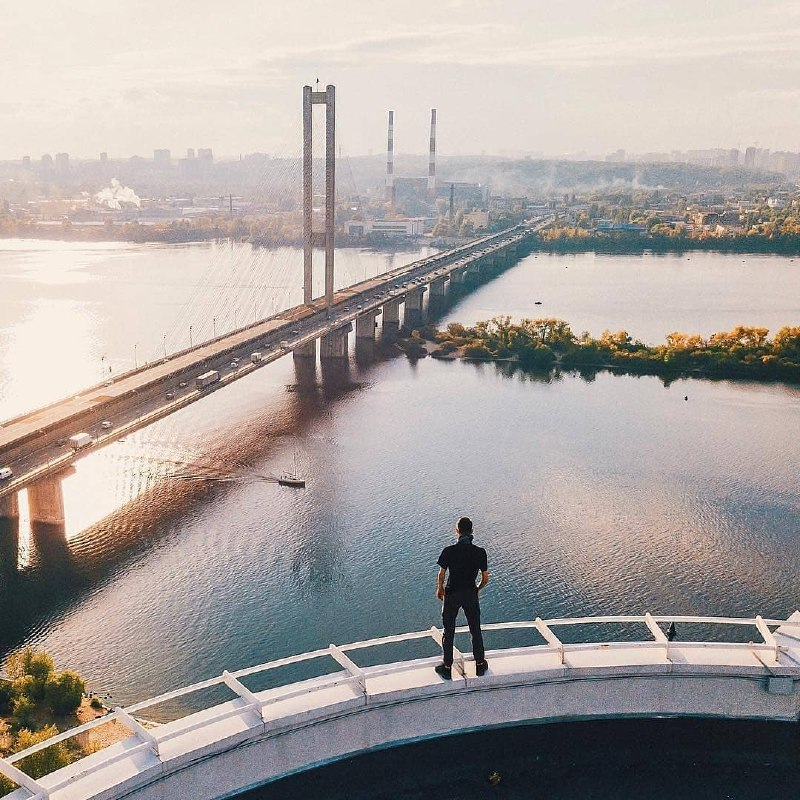 Маленькие люди в большом городе. Фото @vlad.vasylkevych