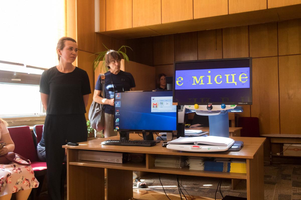 В библиотеке установили компьютеры с видеоувеличителем и голосовым синтезатором
