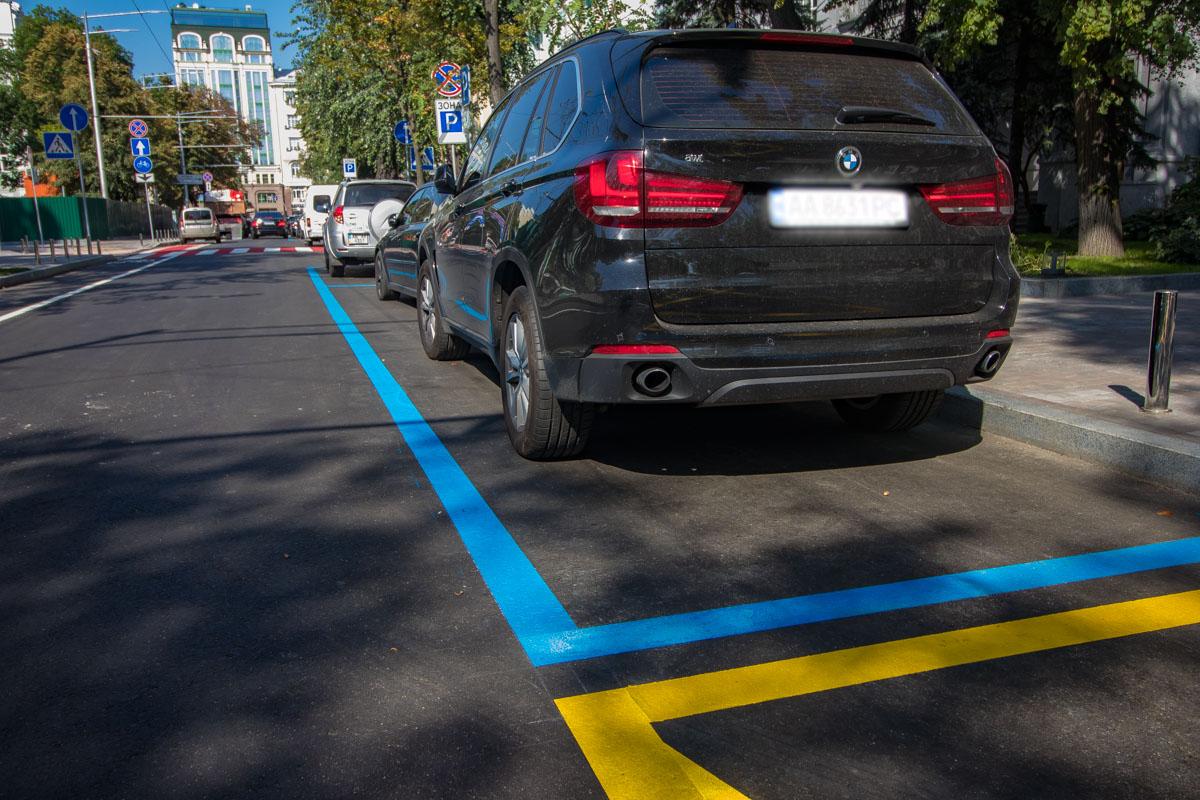 Здесь расширили тротуар до уровня полосы для парковки