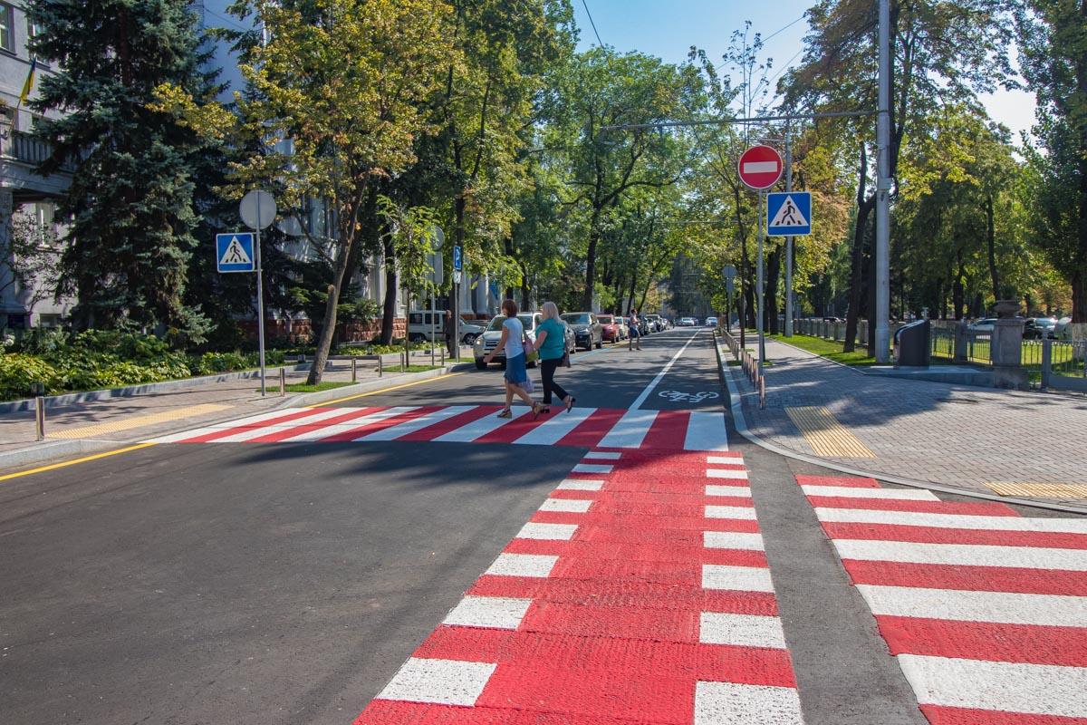 Переходить дорогу по такому пешеходному переходу намного приятней и безопасней