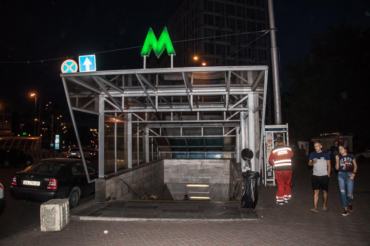 """На станции метро """"Дворец спорта"""" произошло чрезвычайное происшествие"""