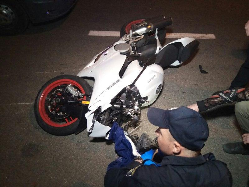 От места столкновения мотоцикл отлетел на расстояние около 30-40 метров