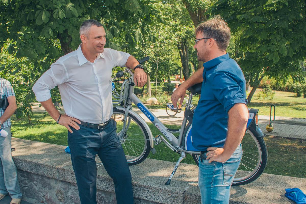 Мэр Виталий Кличко также прокатился на байке