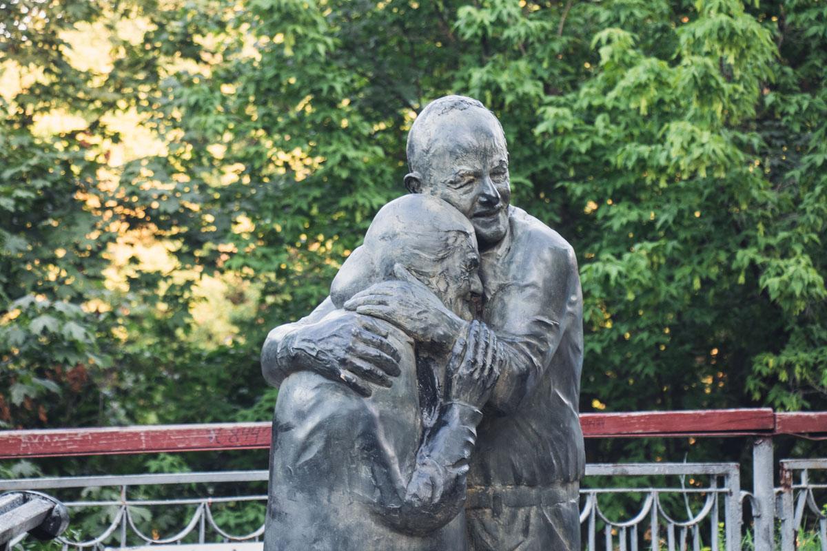Памятник «Вечной любви» - о любви украинки и итальянского военнопленного солдата времен войны