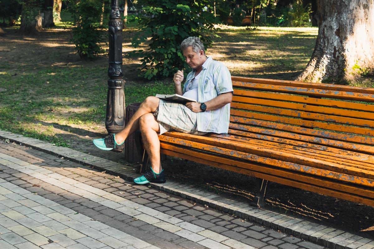 Под шум деревьев почитать любимую книгу - это ли не удовольствие?