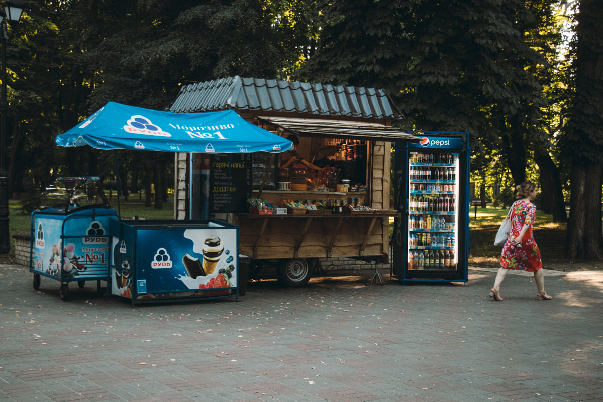 По всей территории парка располагаются маленькие киоски, где можно приобрести вкусняшки для перекуса