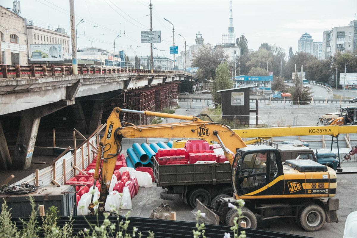 Техника уже готова к ремонту Шулявского моста