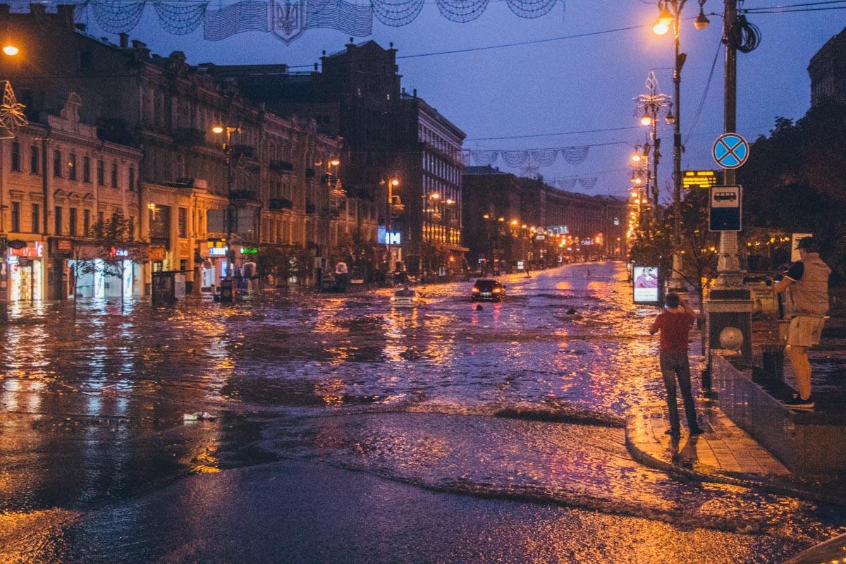 В четверг ночью, 16 августа, в Киеве внезапно началась сильная гроза