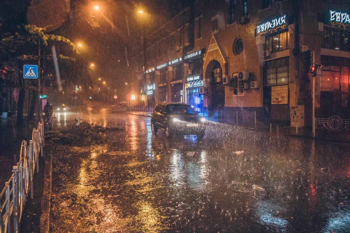 Непогода накрыла столицу