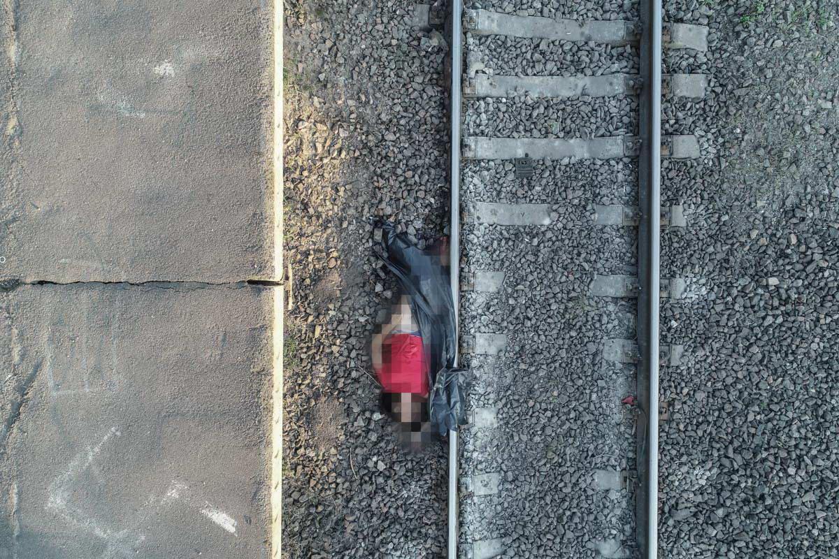 В Киеве девушка погибла, бросившись под поезд