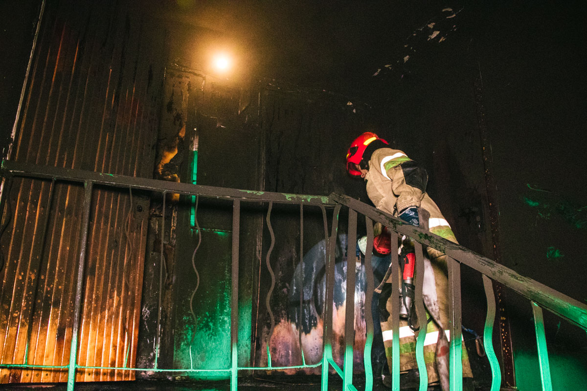 Ночью 1 августа в Киеве на улице Невской, 7 горела квартира в жилом доме