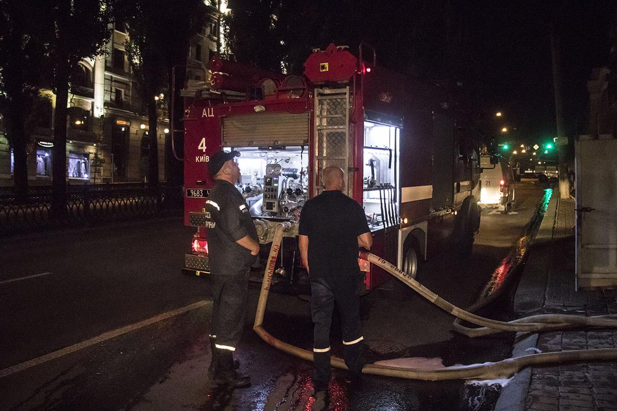 Со слов сотрудника пожарной службы, горел утеплитель на шестом этаже