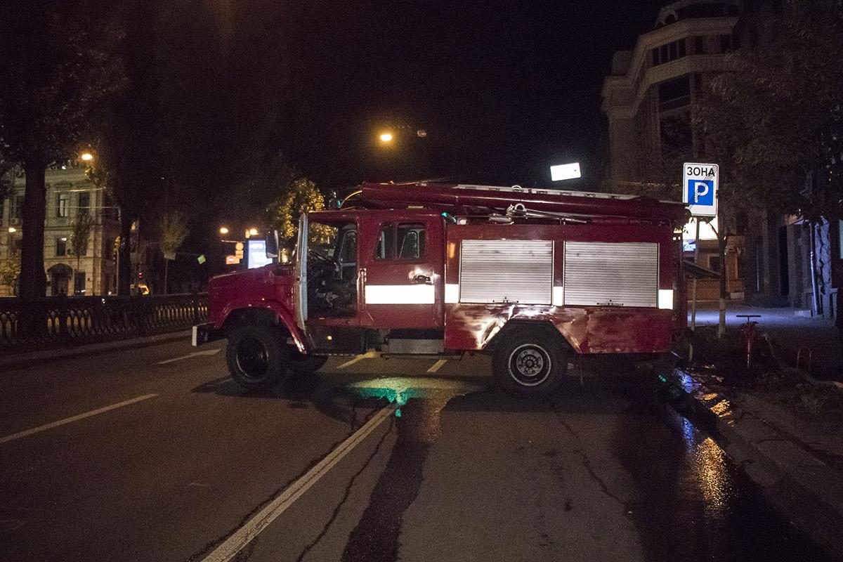 В центре Киева на бульваре Шевченко, 4, горело бывшее здание гостиницы