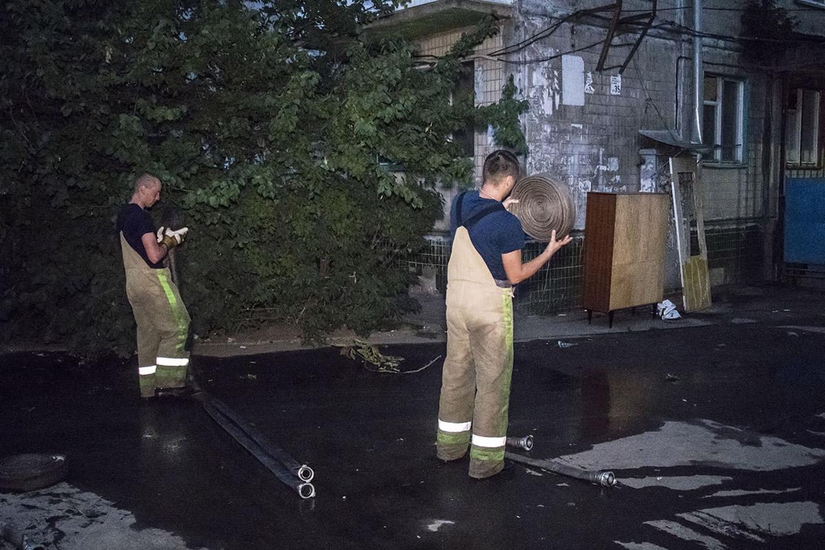 С огнем пожарные боролись около 2 часов