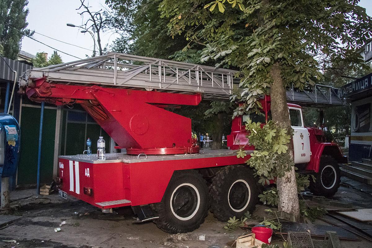 На улице Щербаковского загорелась квартира в 9-этажном жилом доме