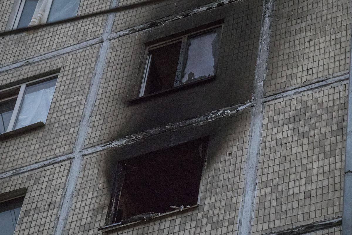 Пламя перекинулось еще на три квартиры на верхнем и нижнем этажах