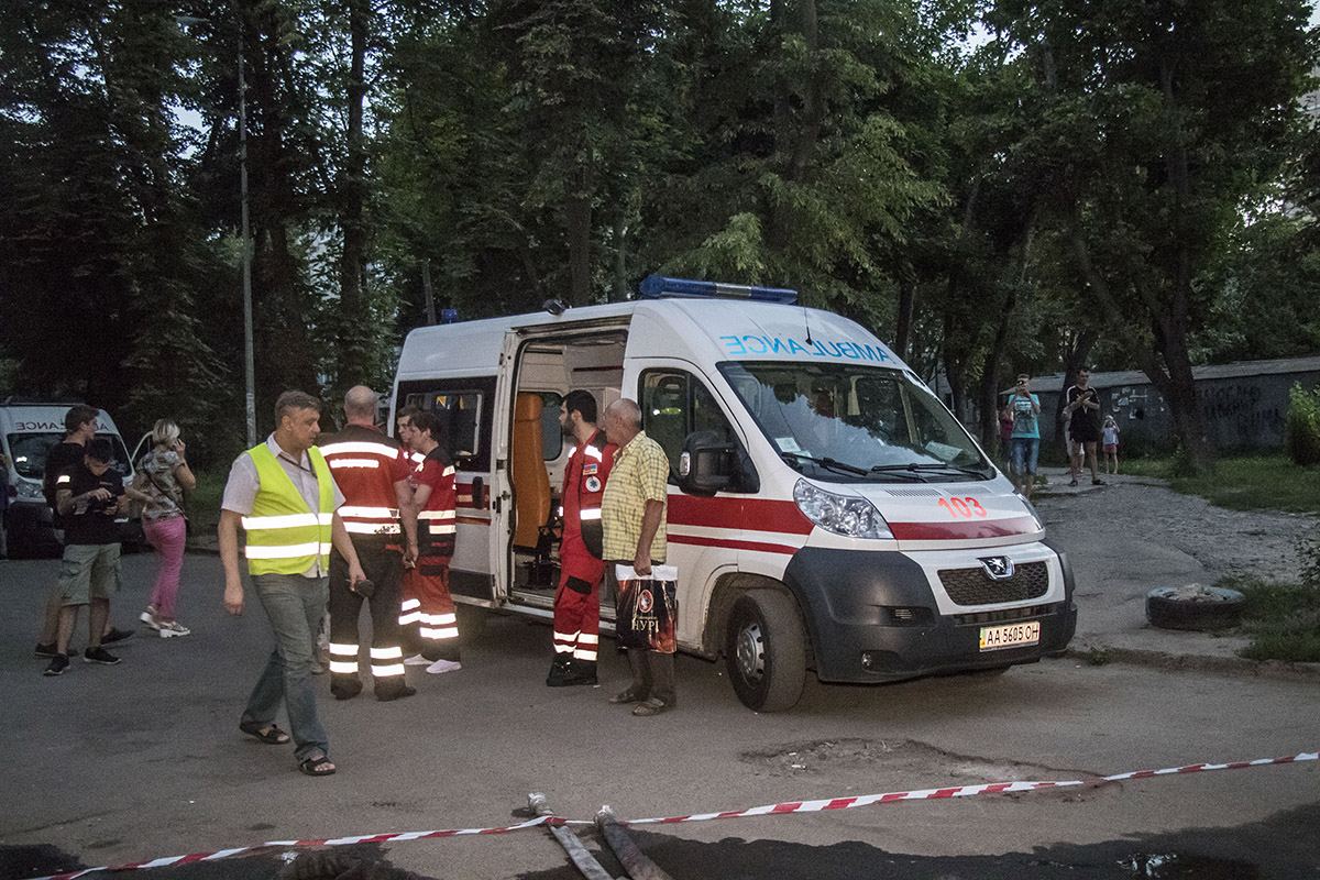 Одного человека госпитализировали с отравлением угарным газом
